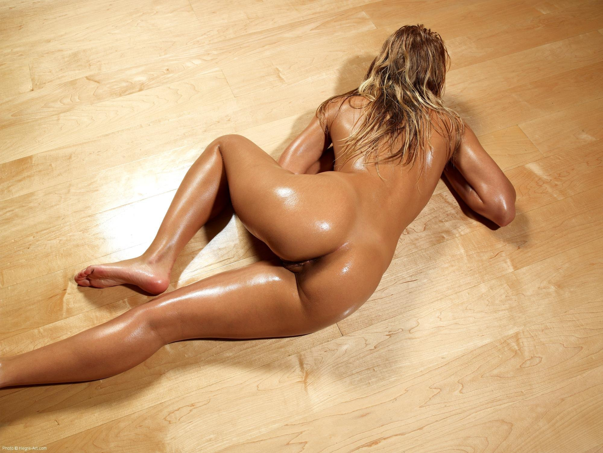 Tanned oiled sex