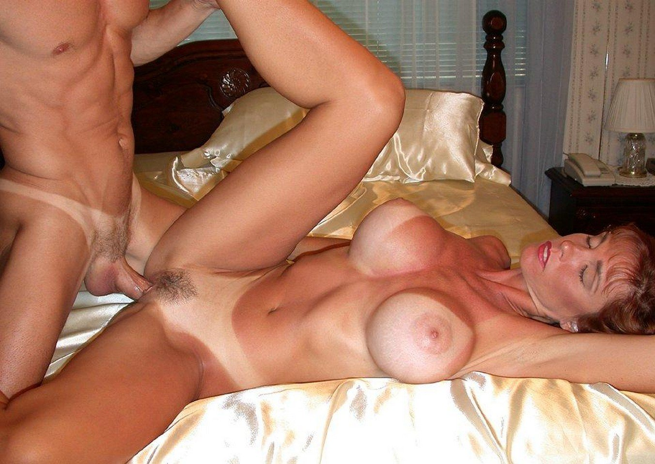 Mom HD Wife Milf See's To Her Business