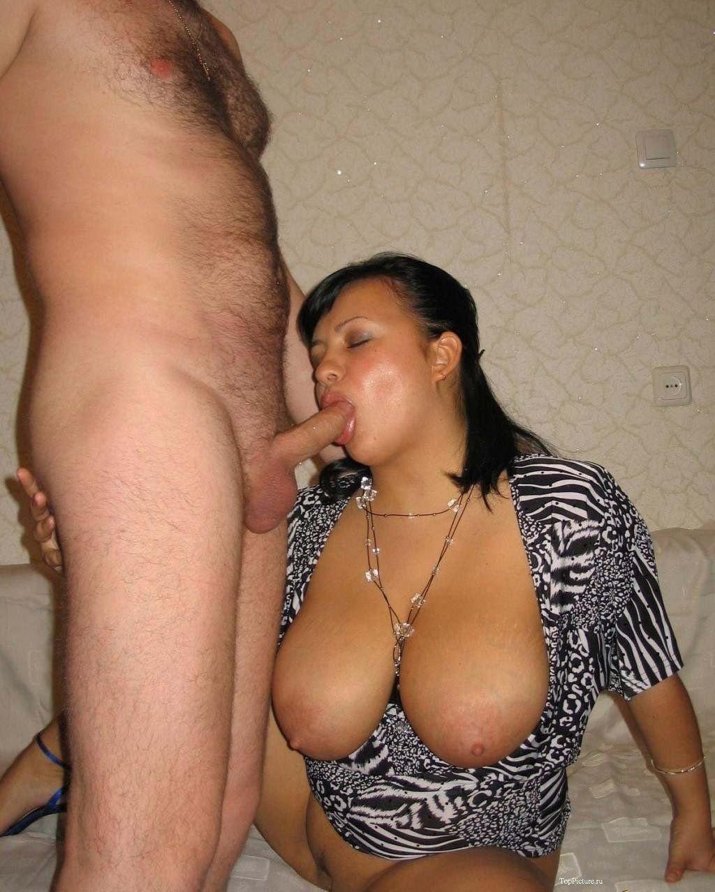 Порно жена большие сиськи сосет мужу