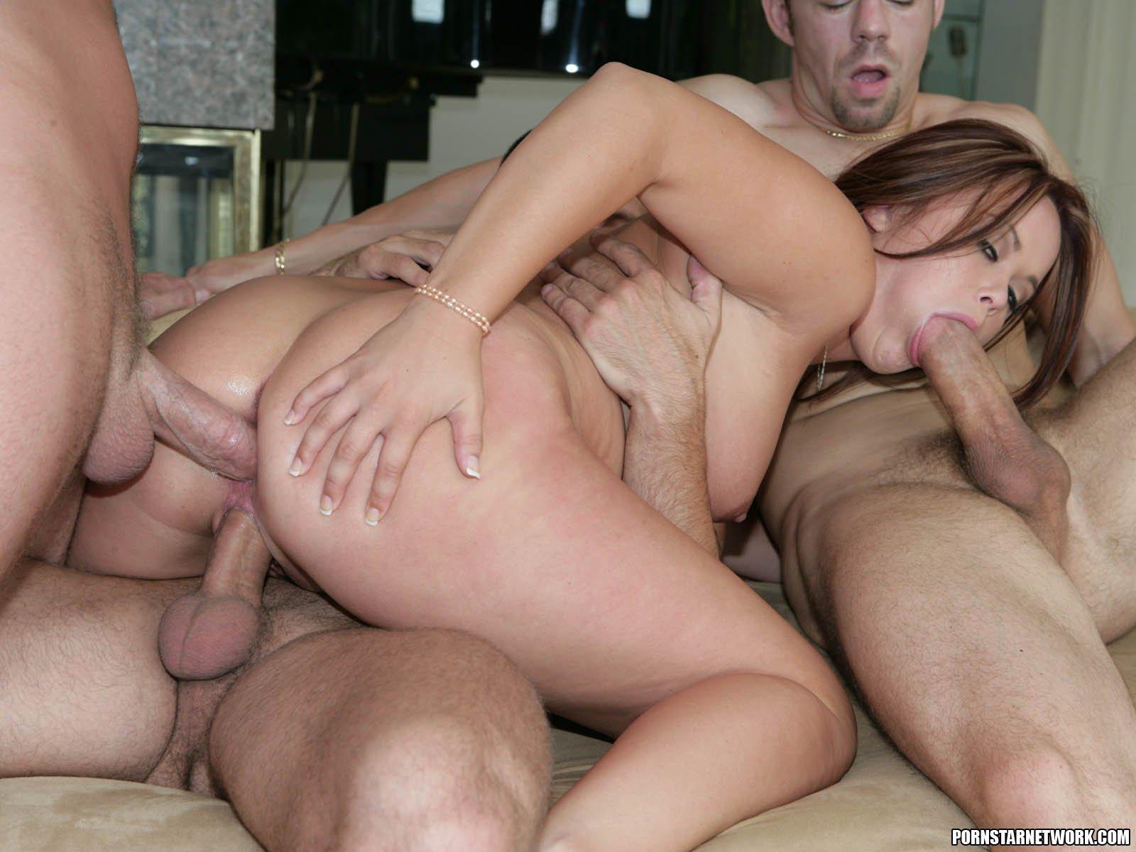 Порно жену при муже в три члена