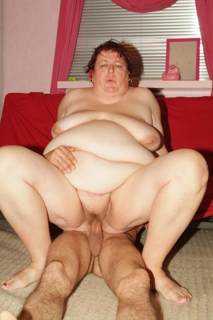 Fat girl fucks skinny girl
