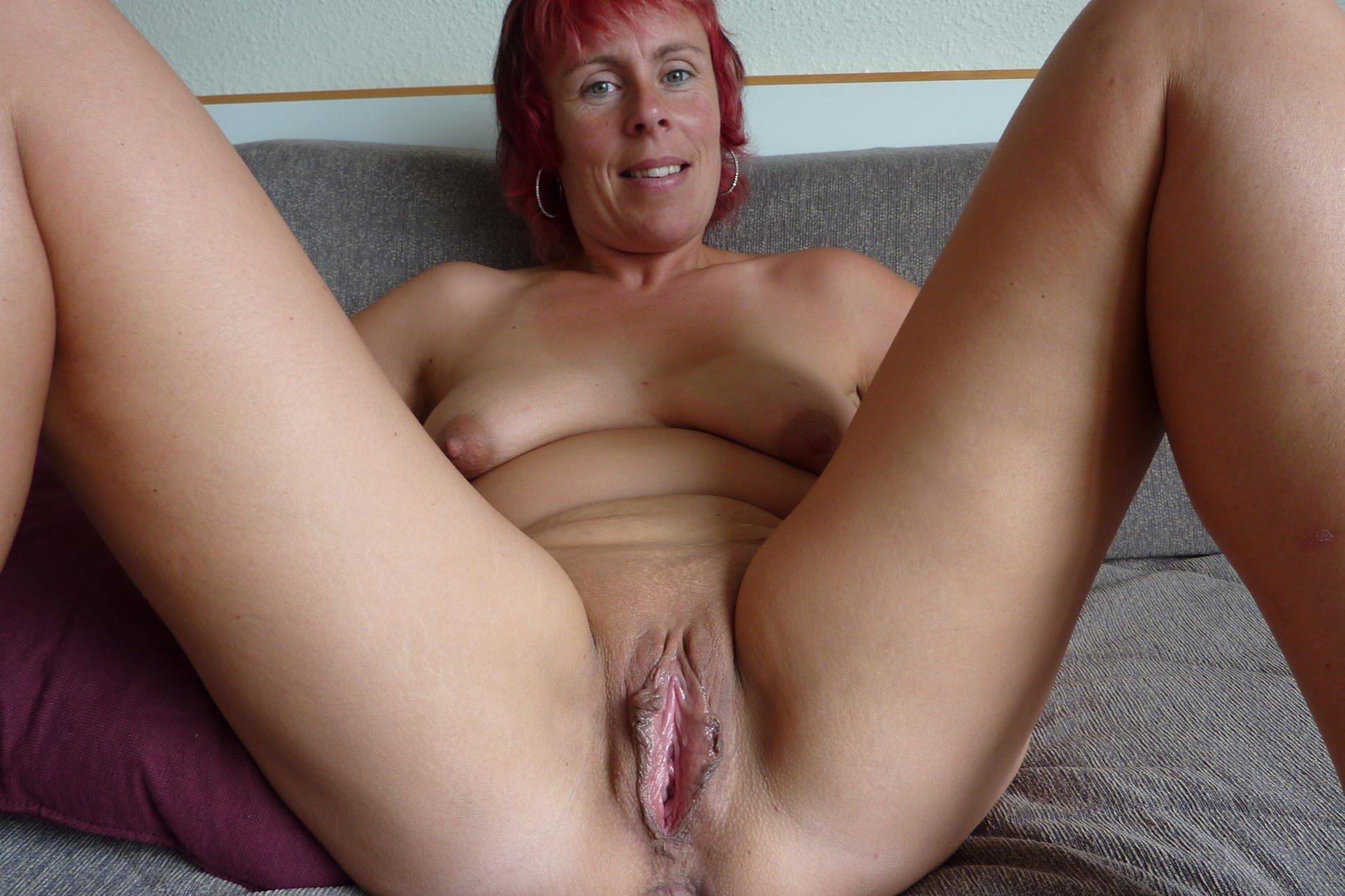 Mature Saggy Old Milf Gets Naked