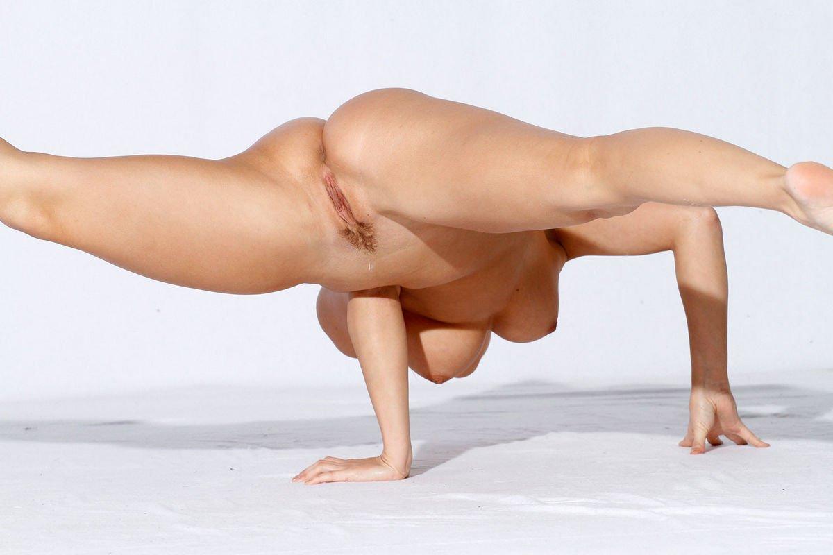 Sexy Yoga Girls Tits