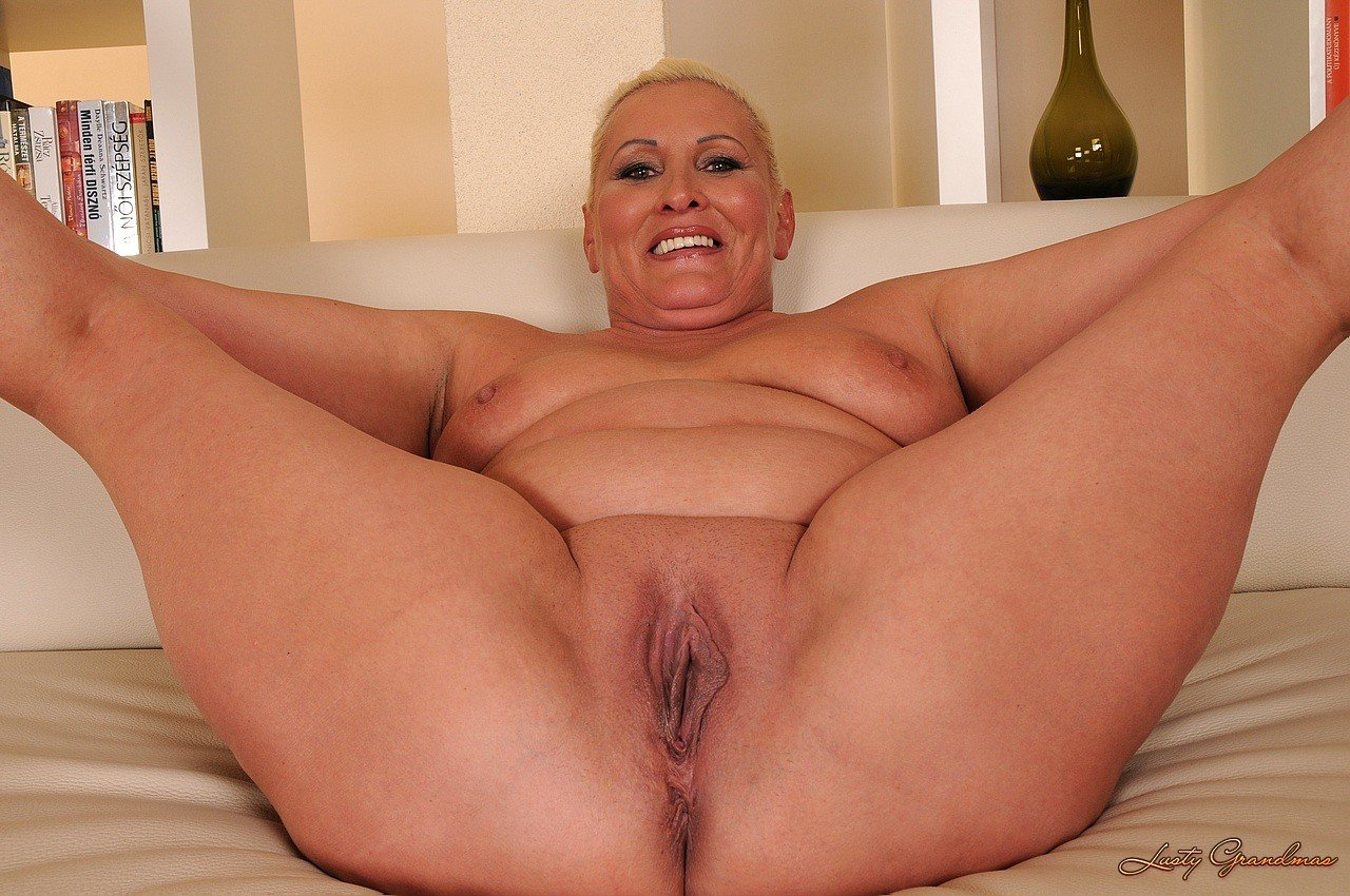 Free older women naked pussy images