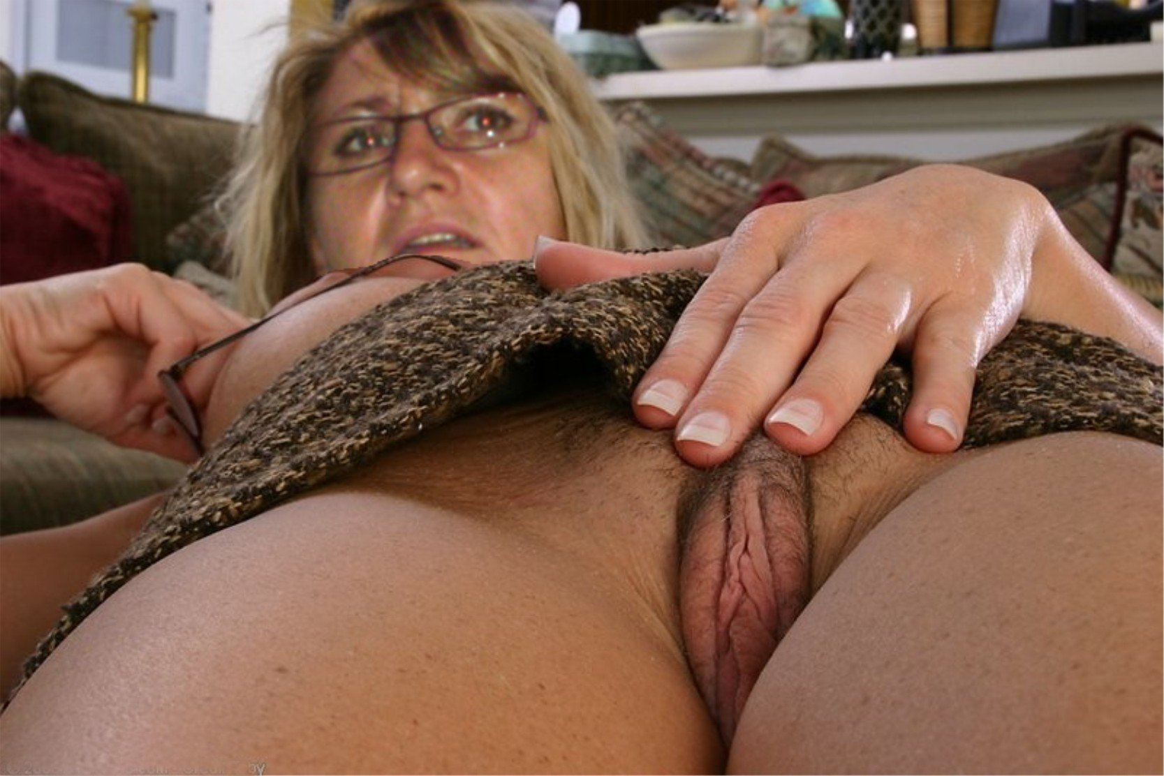 Sexy Mature English Women Shows Pussy