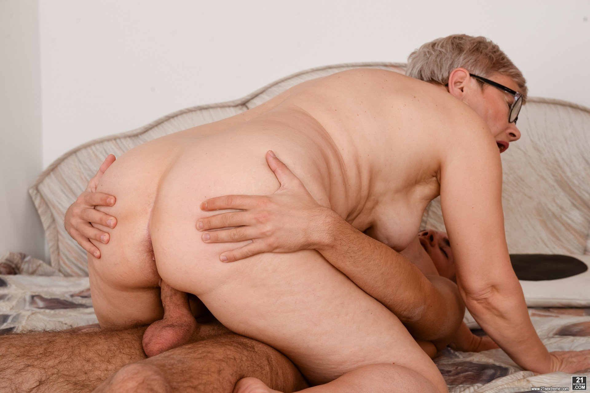 Watch free granny porn pics on xhamster select