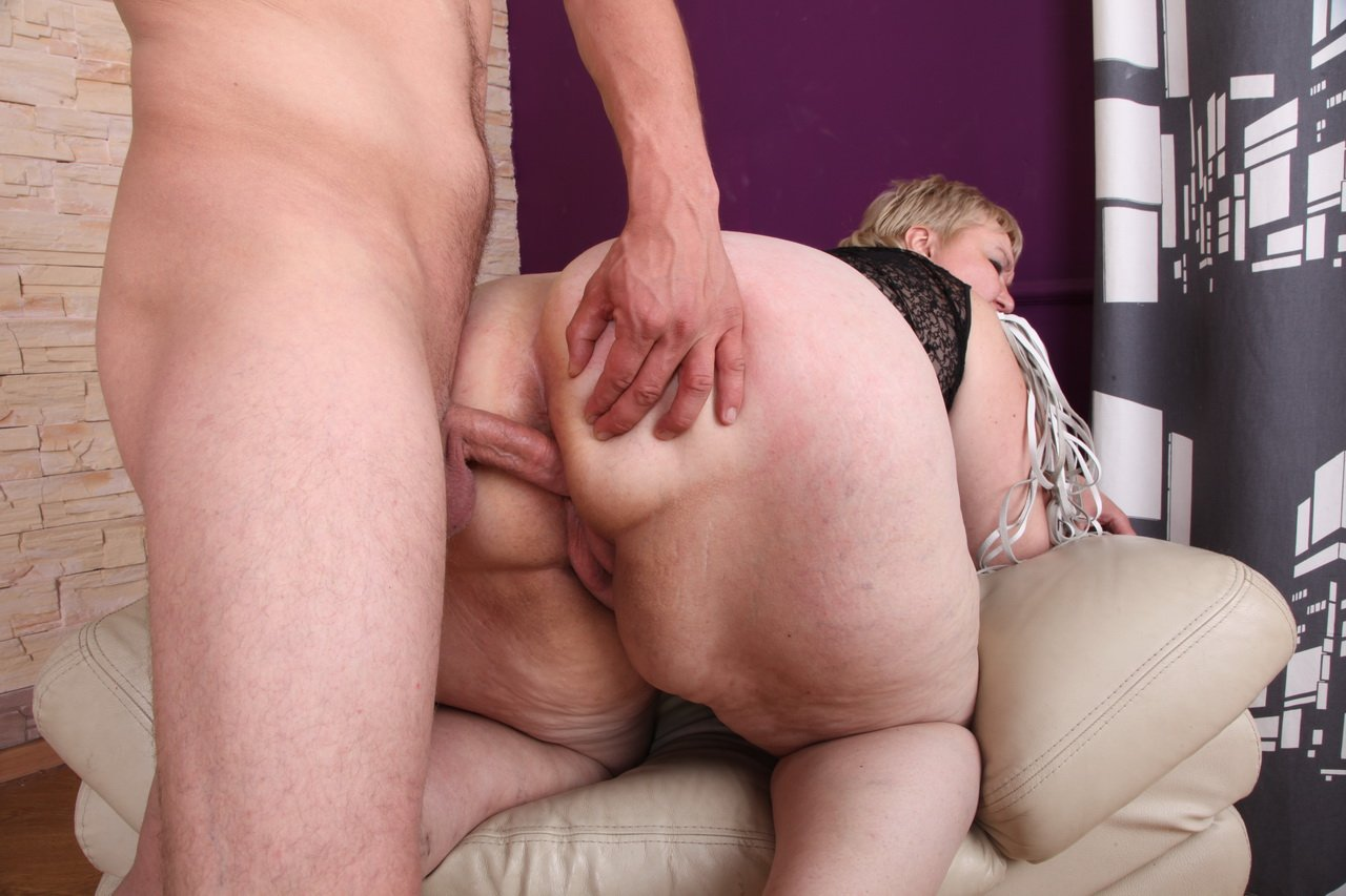 Fugly old granny posh with fat ass is getting toy fucked