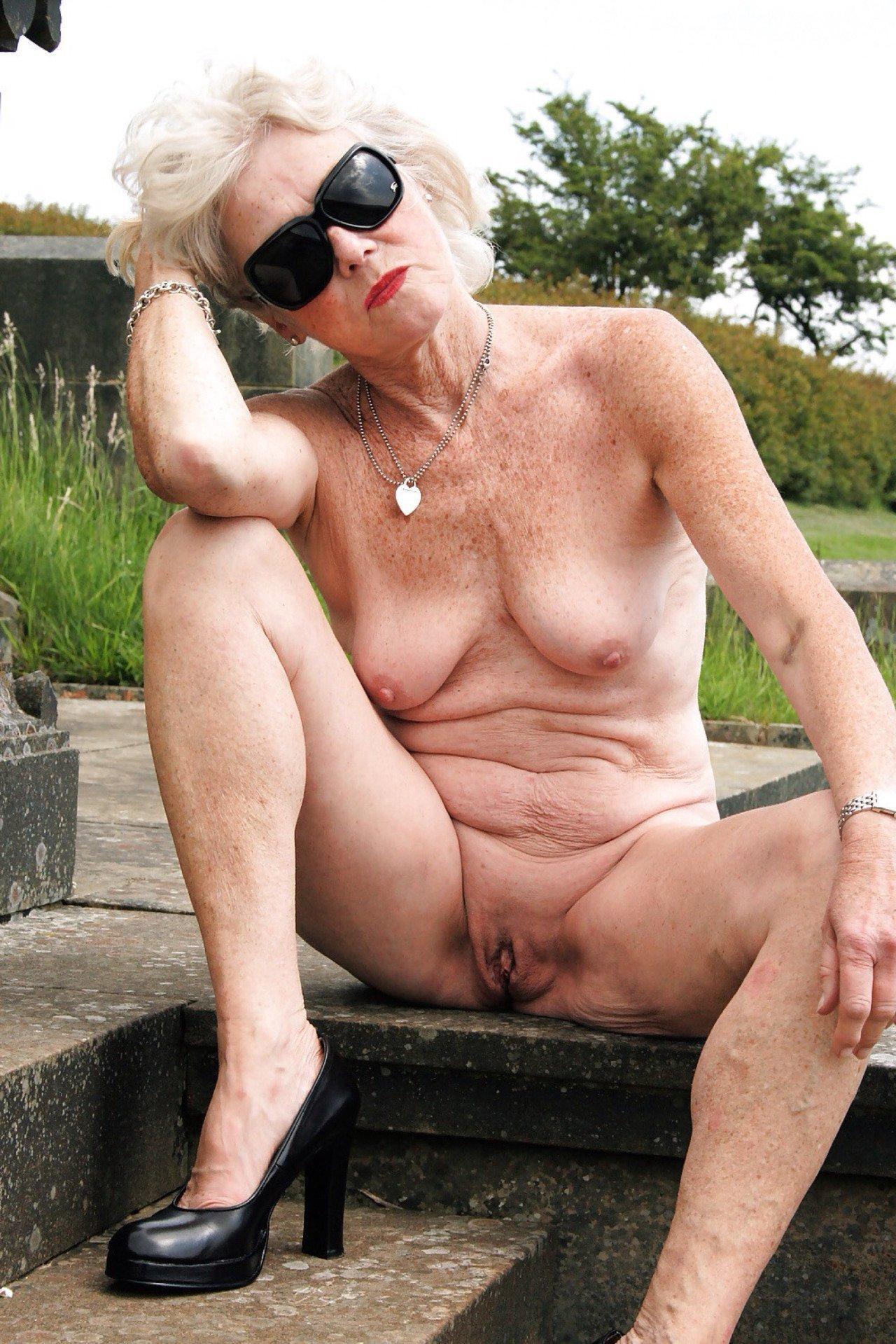 Naked hot grandma ass