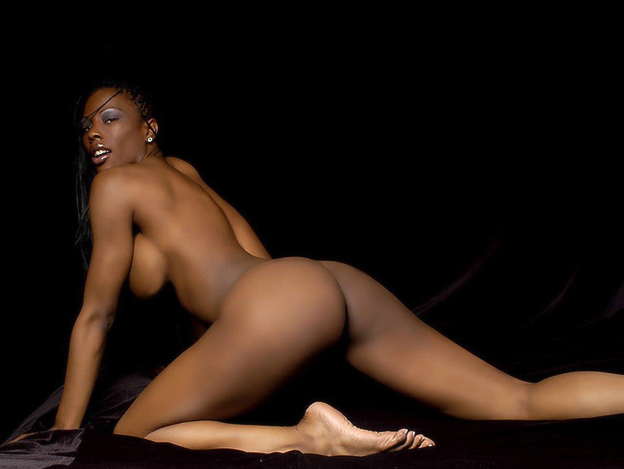 Layla Black Nude