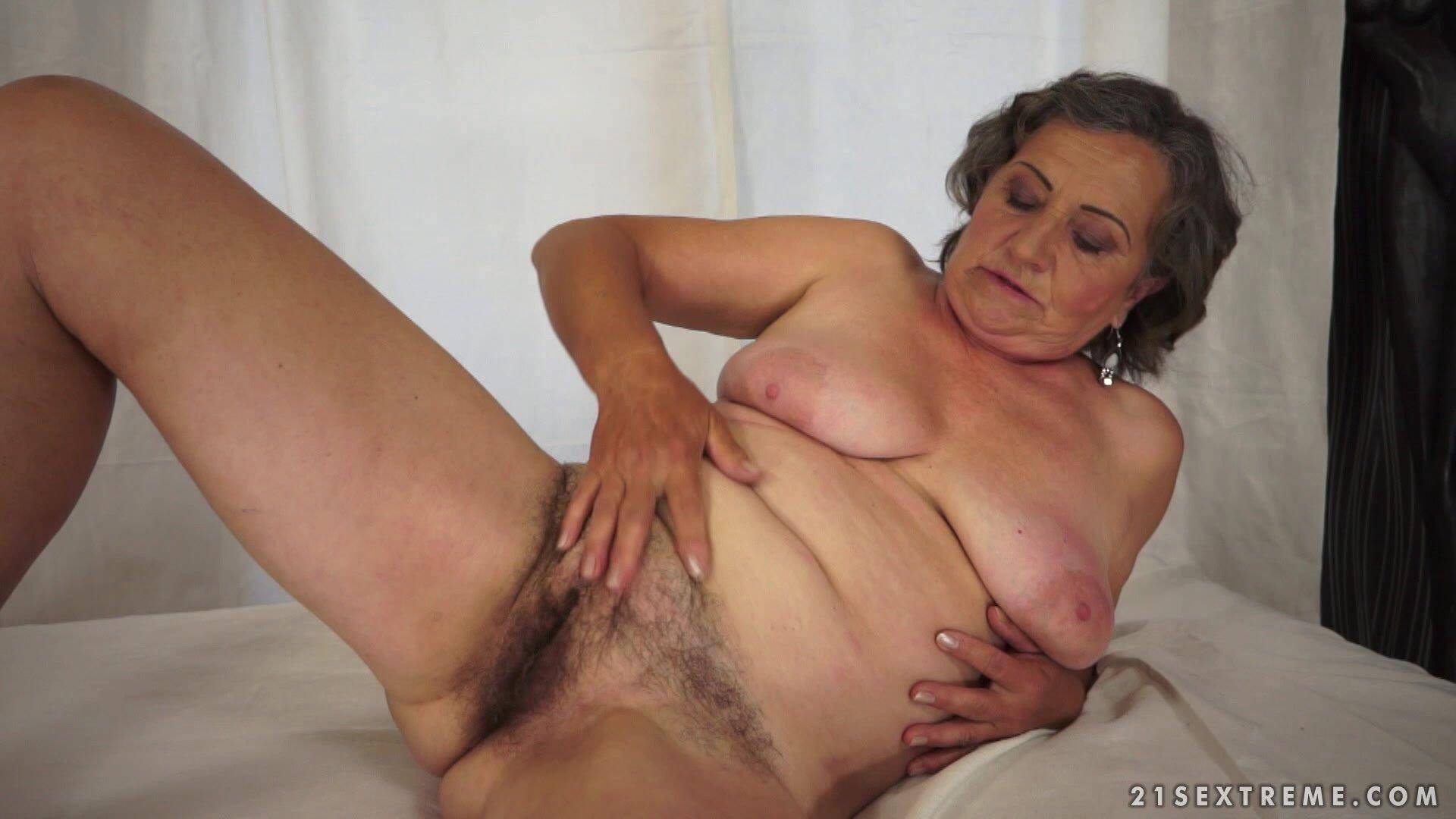 Granny Voyeur, Porn Galery
