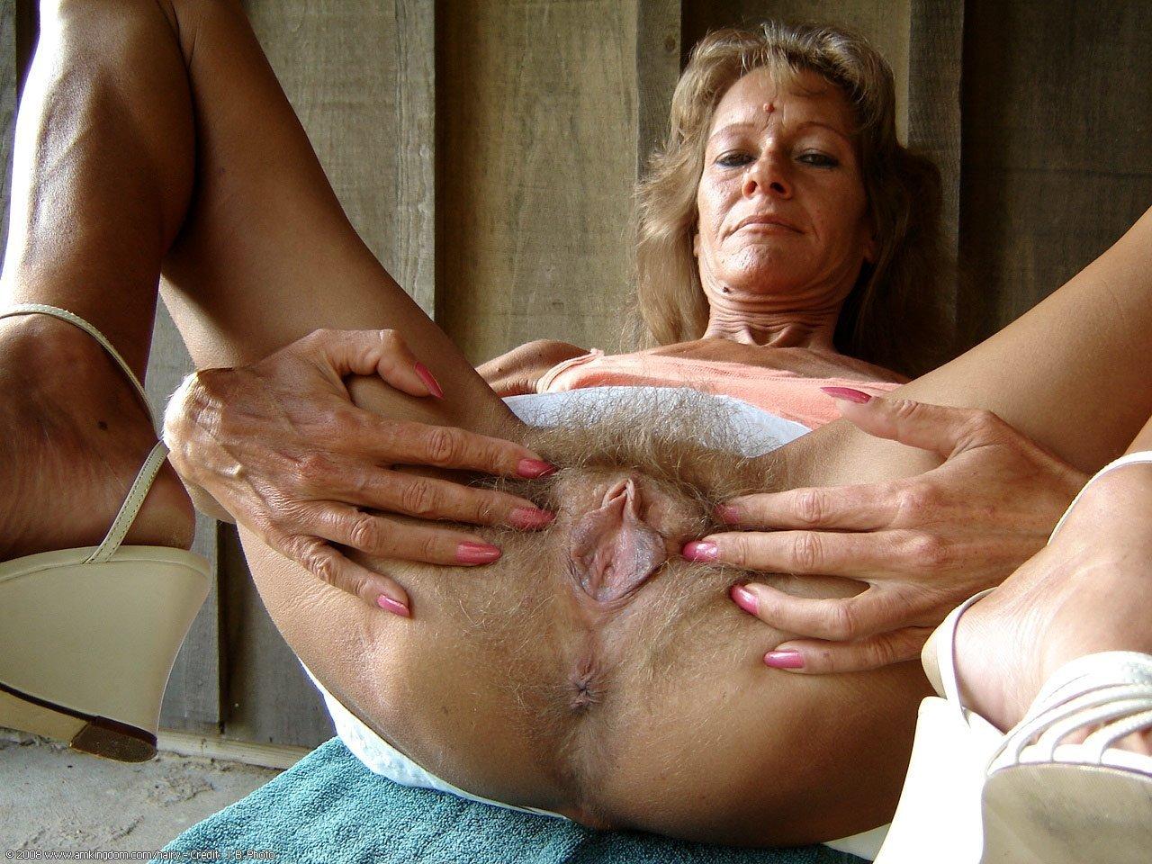 Wet Granny Pussy