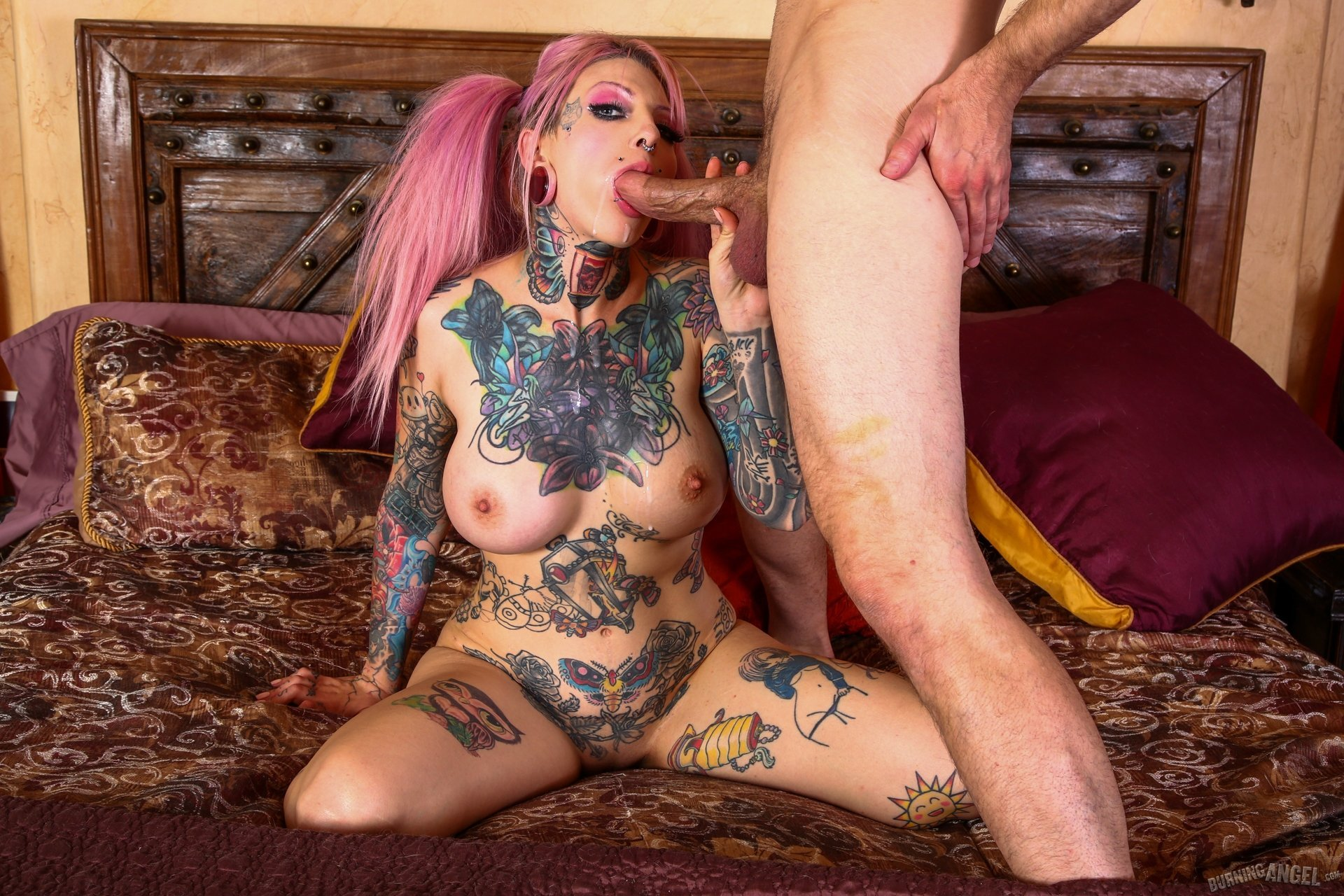This porn star used to be covered in tattoos