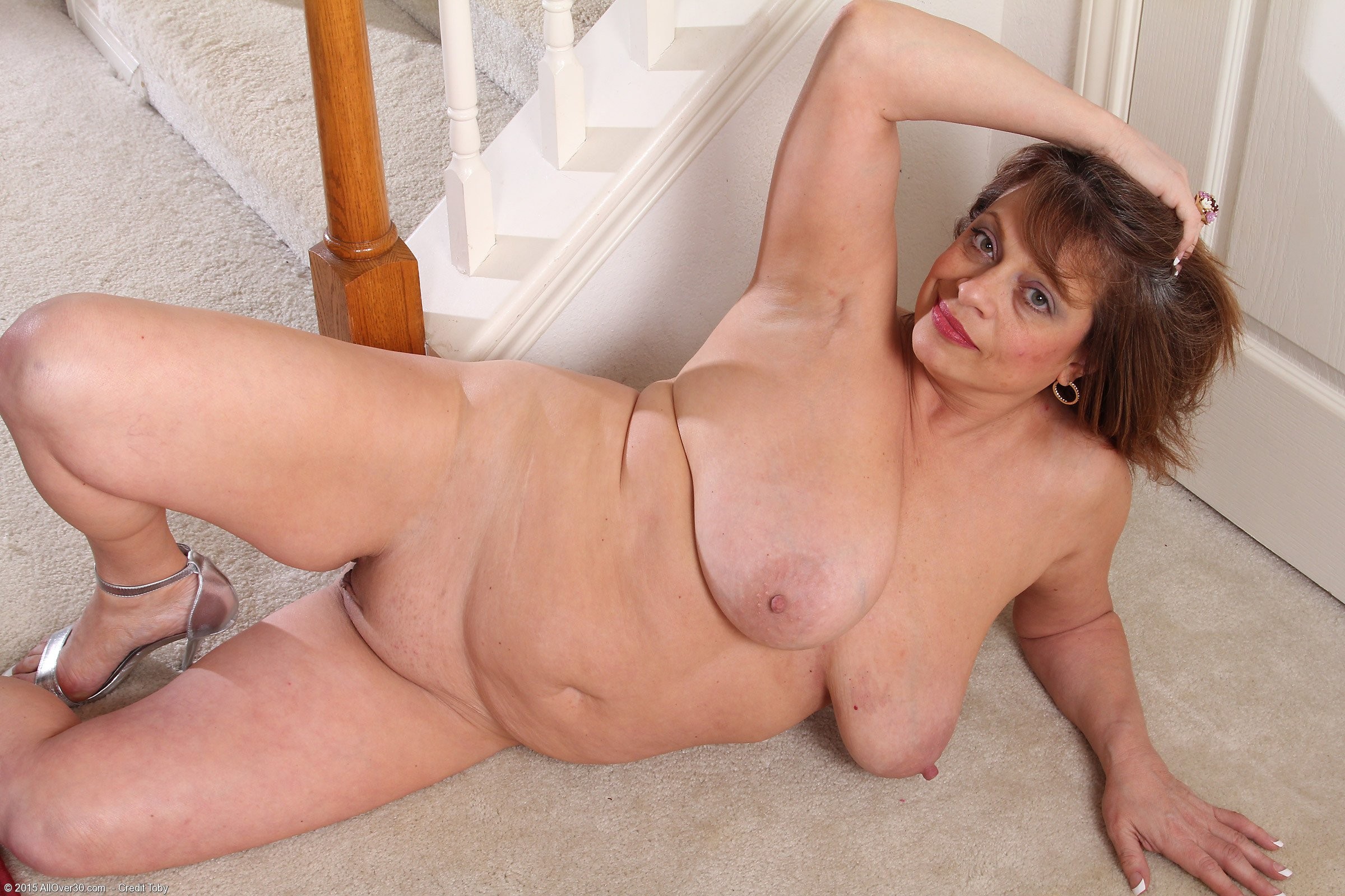 Mature milf gabrielle with huge pussy