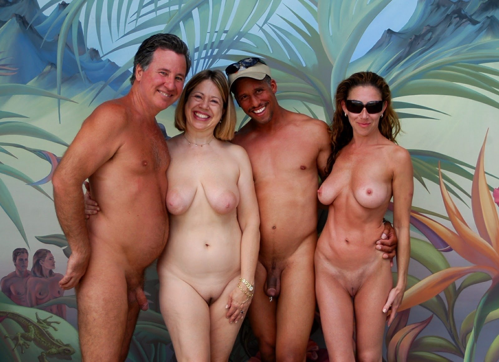Topless woman photobombs family's vacation pics