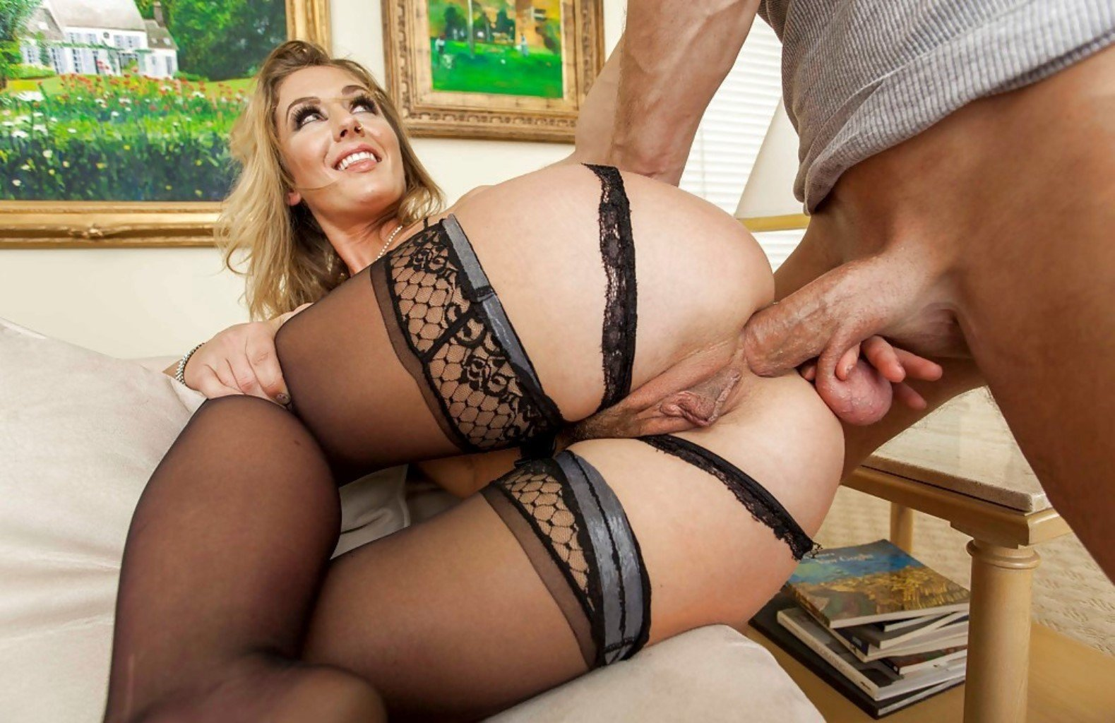 Good Facial For Milf Cougar In Stockings And Heels