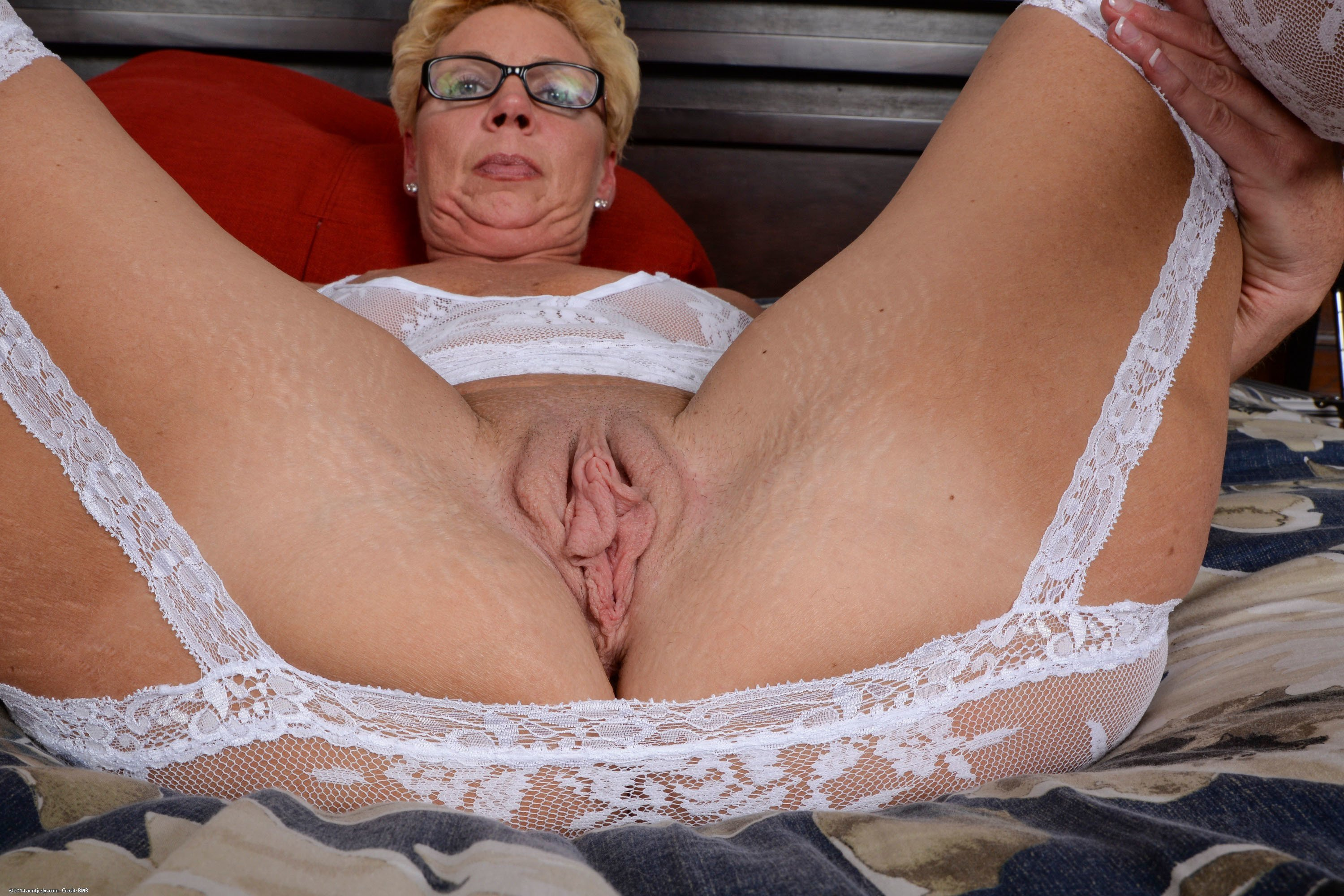 Hot Gilf Suzy Hott Vibes Her Big Wet Pussy To A Clit Hopping Pulsing Orgasm Up Close