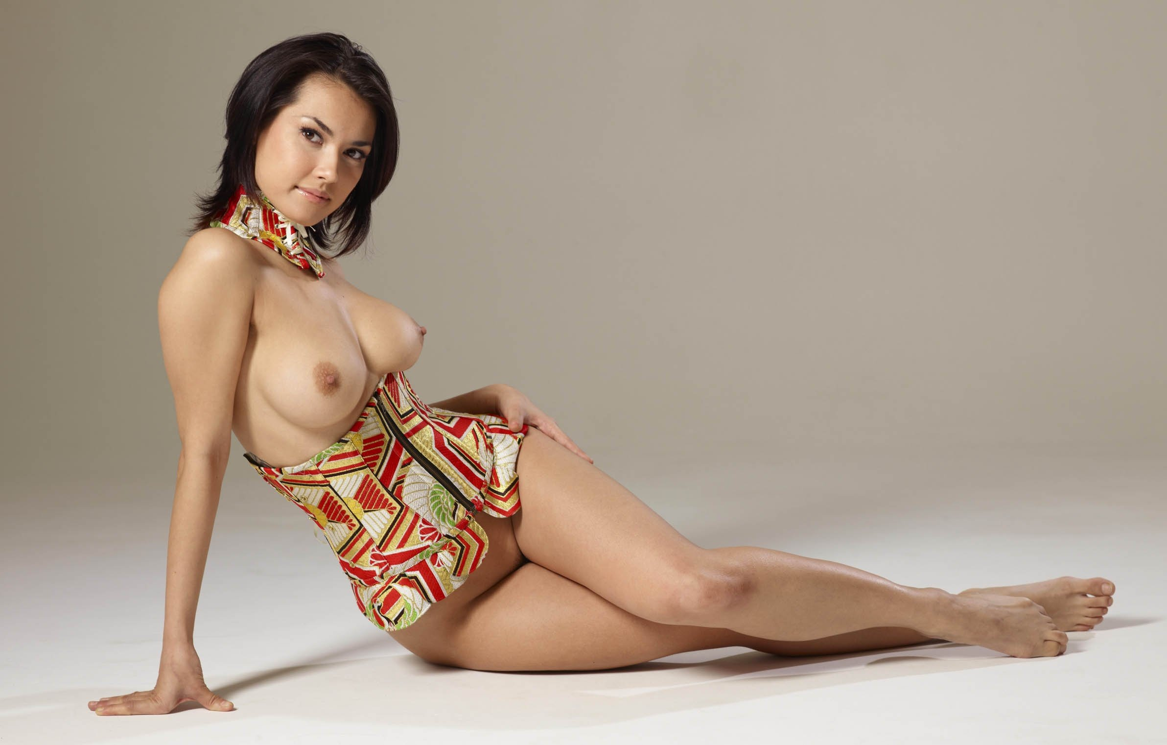 Model semi nude little hq porn pics