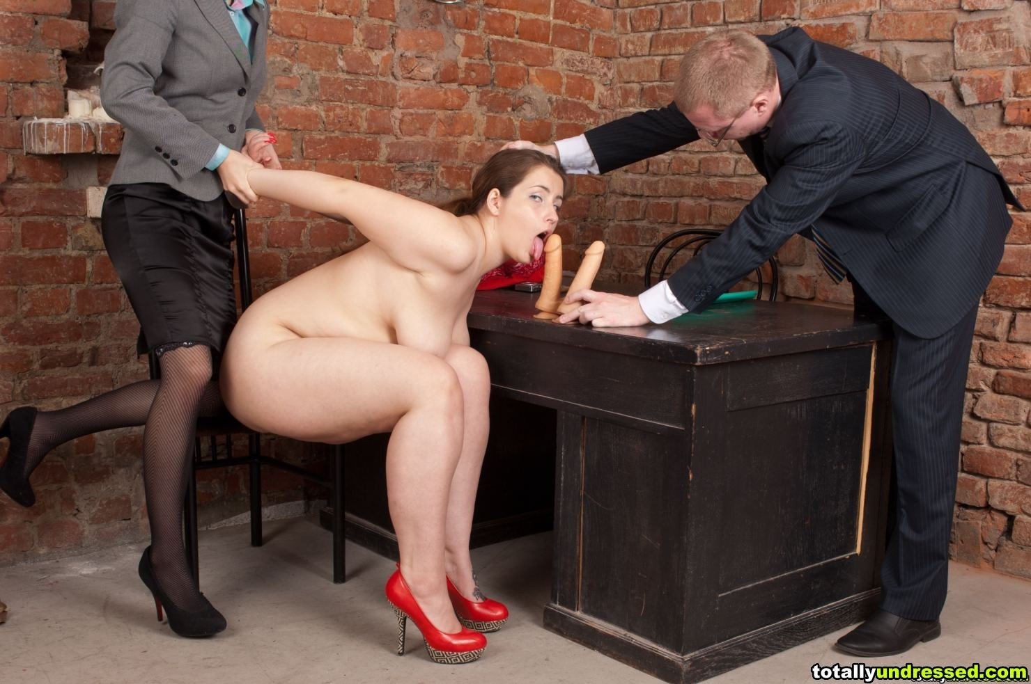 Free hq office slut finishes him off in her mouth porn photo