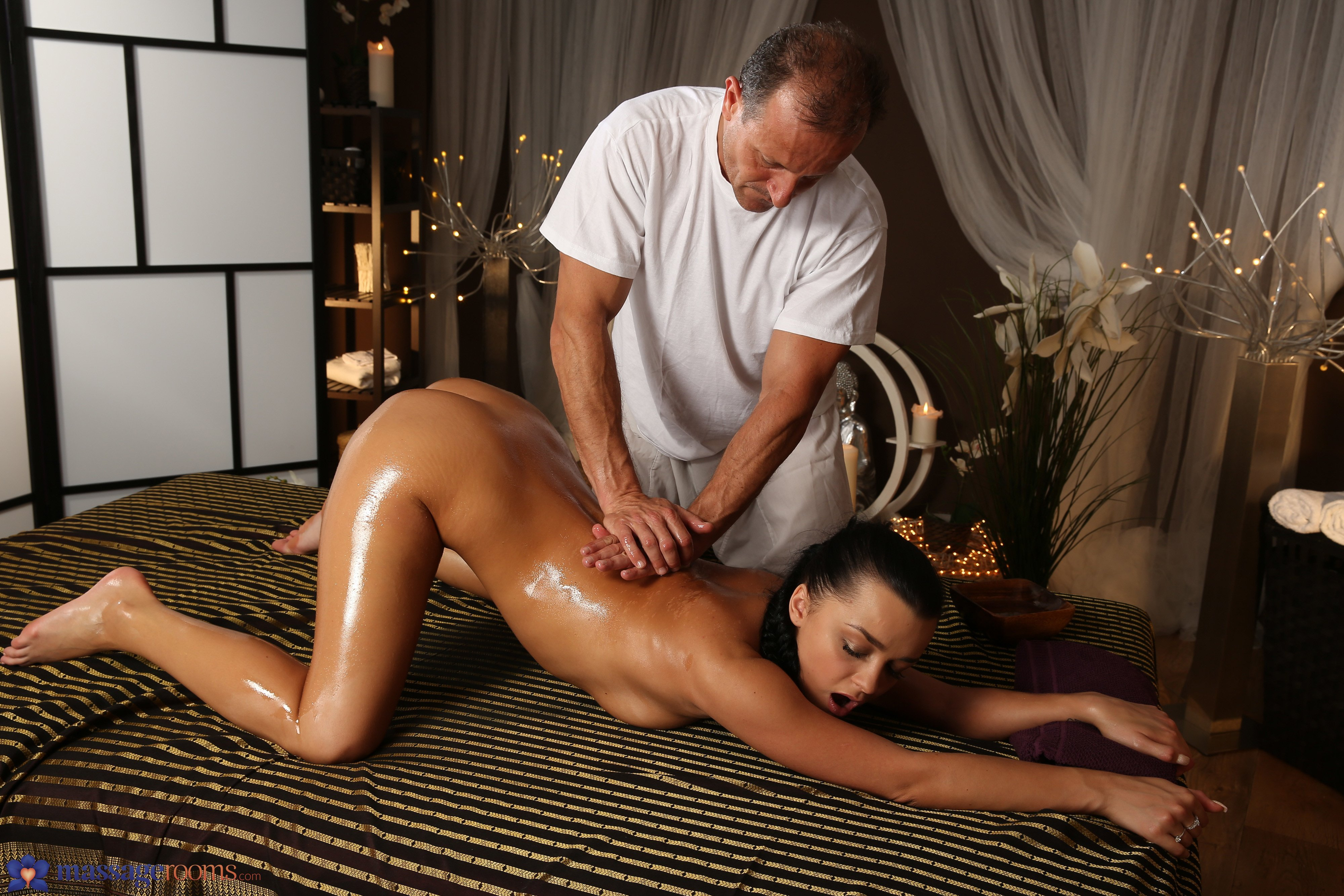 Youn Brunette Was Very Shy On Her First Erotic Massage Ans She Leave Happy After Big Orgasm