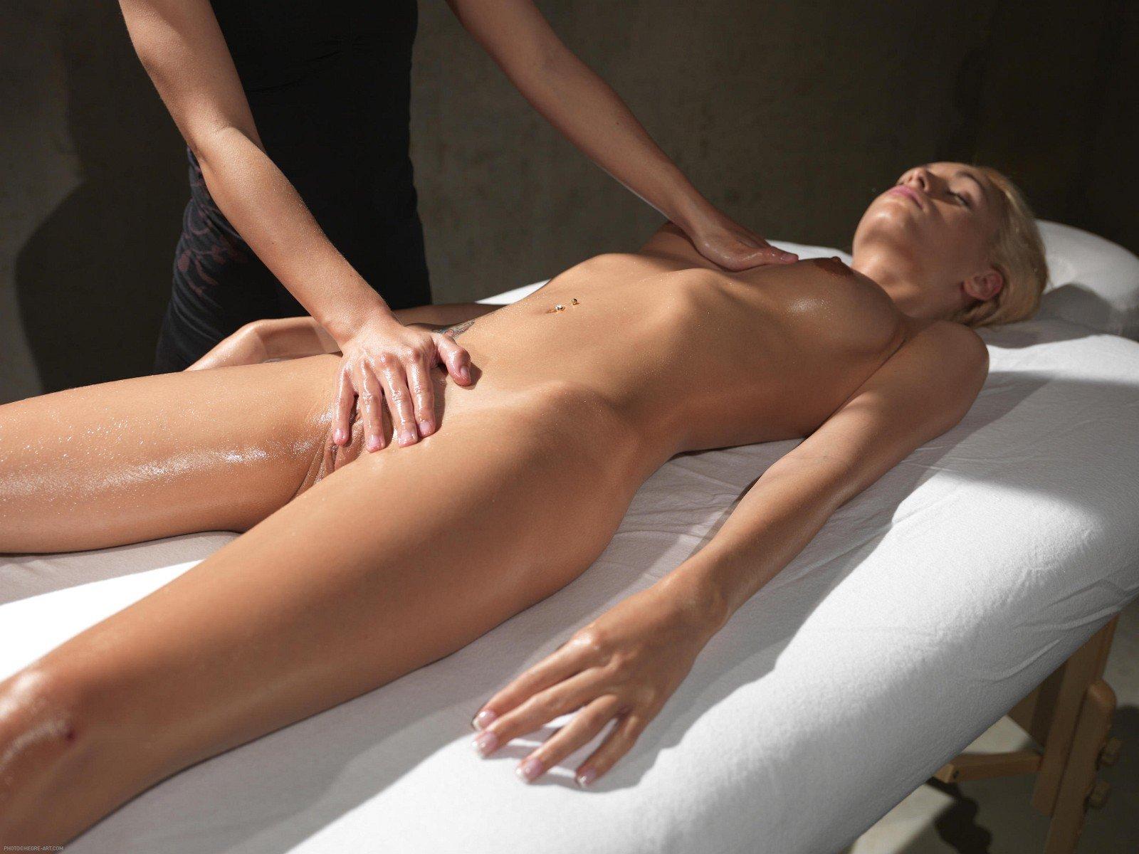 The art of sensual full body relaxing erotic massage