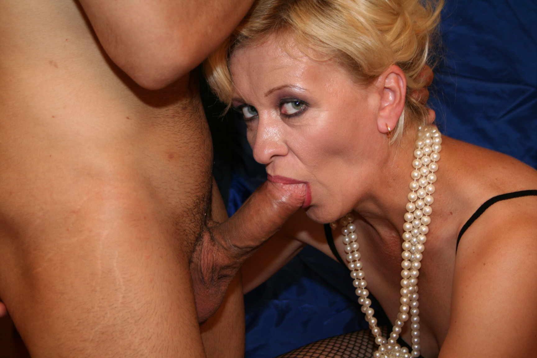Mature Sex Beautiful Older Women Sucking Dick