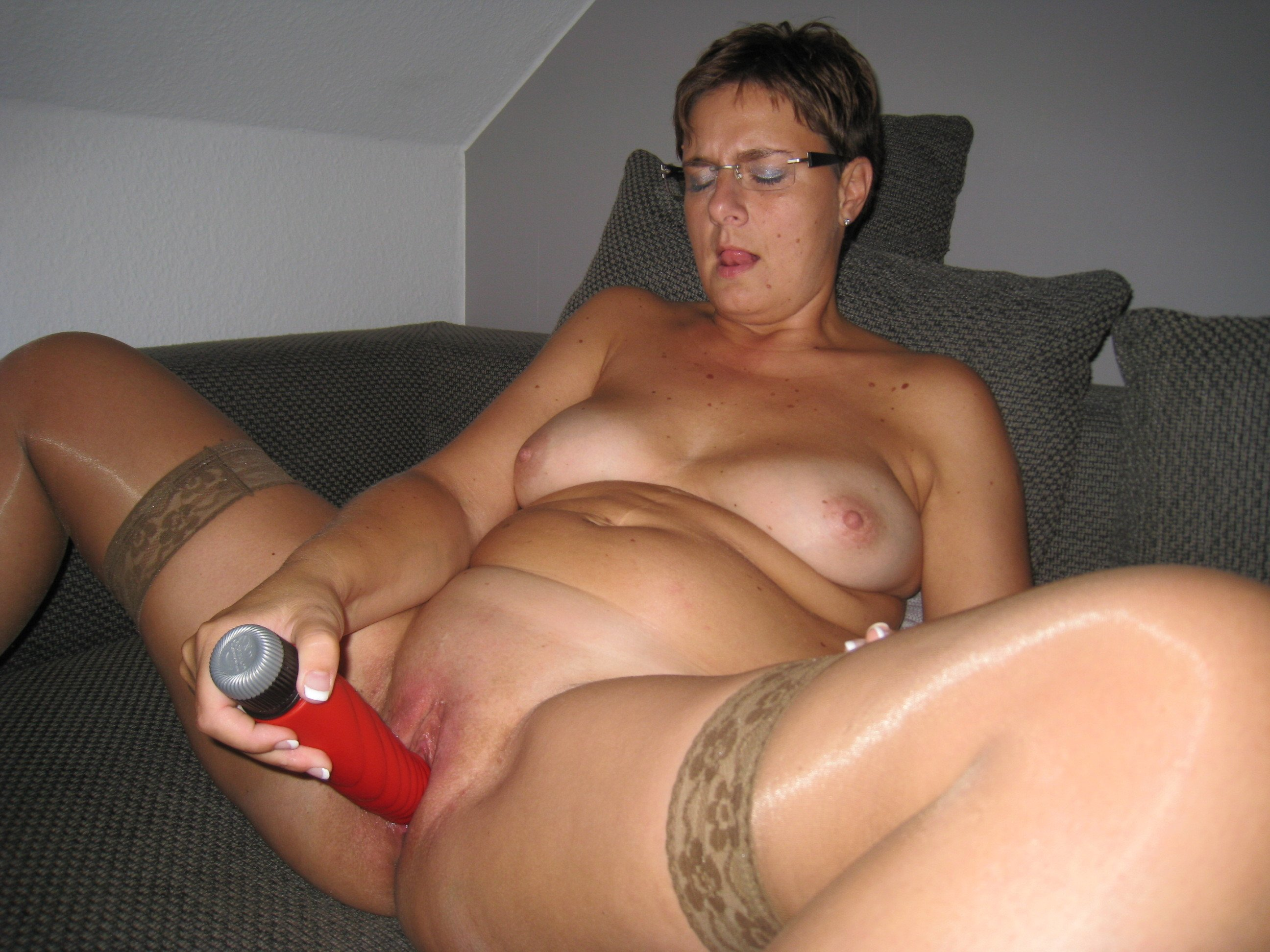 Dirty Housewife Needs Her Pussy Worked