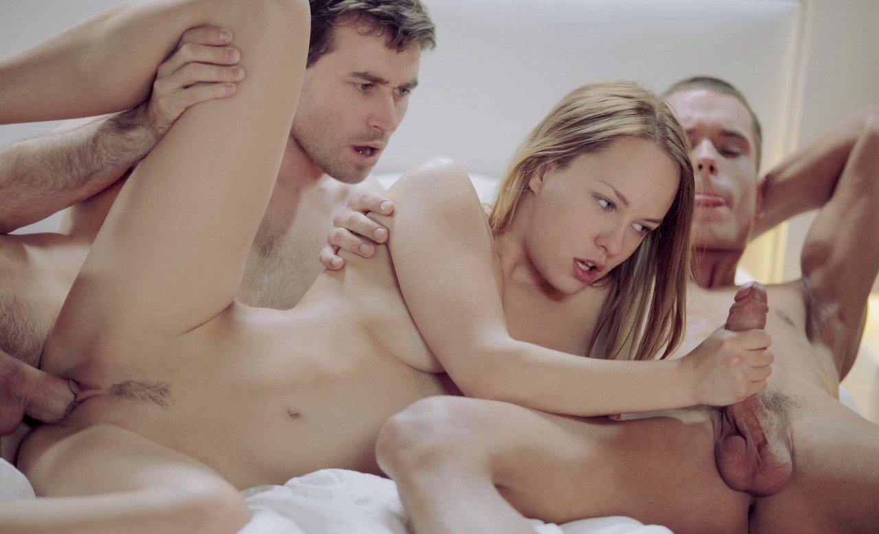 Threesome with beautiful girls anal