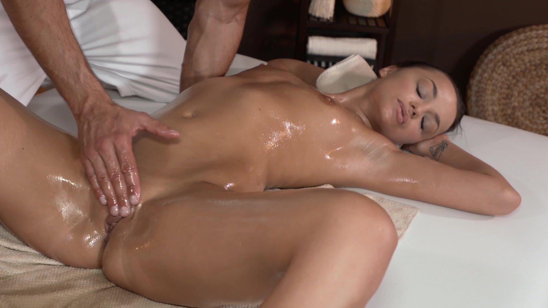 От массажа девушка кончает фото