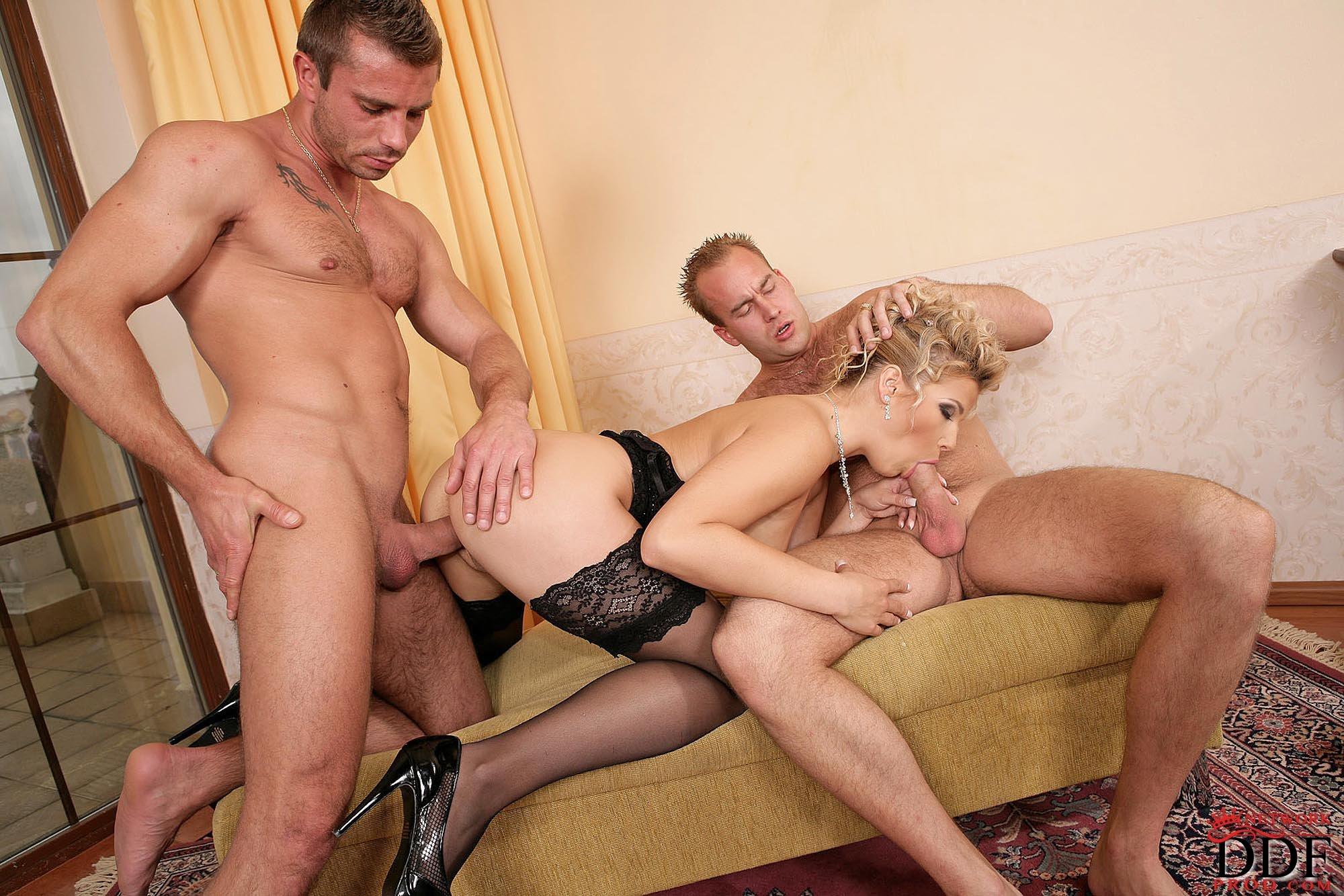 Секс Трое Русское Зрелые
